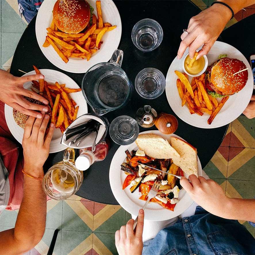 https://pixabay.com/en/restaurant-people-men-women-eating-2602736/